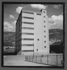 Arkitekt Grungs første store funkisbygg: Isdahl Brygge eller Prahlegården (1929).