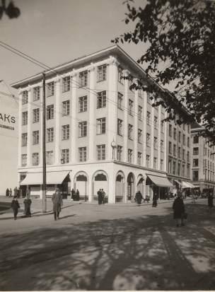Noregs mektigaste mann ba Grung teikne dette: Mowinckelgården (1926).